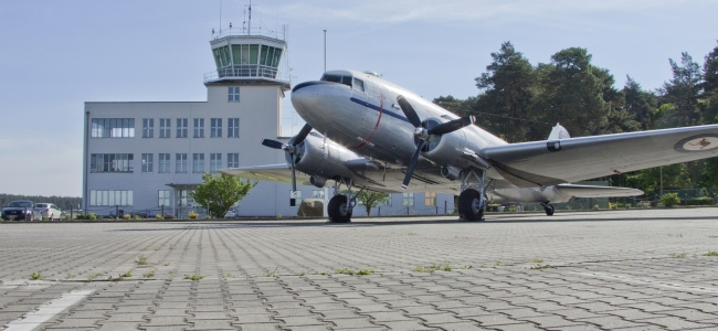 Photo: DC3 mit Tower (c) Militärhistorisches Museum Gatow (MHM Gatow)