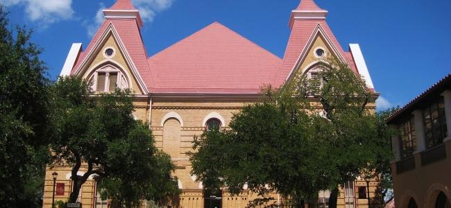 Foto: Old Main at Texas State University, 25th June 2010, Travis Witt (Liveon001), CC BY-SA 3.0