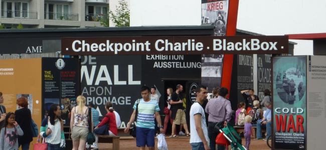 Photo: Black Box, Ausstellung am Checkpoint Charlie, by Zentrum Kalter Krieg e.V.
